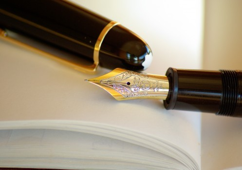 pen-fountain-pen-ink-gold-writing